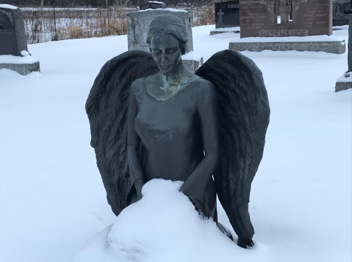 Monument récemment croqué au cimetière de Sainte-Cécile-de-Milton